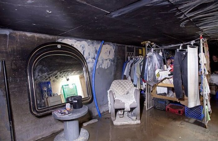 Las Vegas Tunnels a Refuge for Homeless - CBS News |Las Vegas Tunnel People